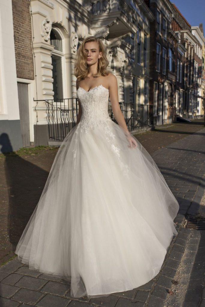 Collection Modeca - Robe Delfina - Tout pour la mariée à Evian - Robes de mariage, coiffure, maquillage, fleurs, onglerie