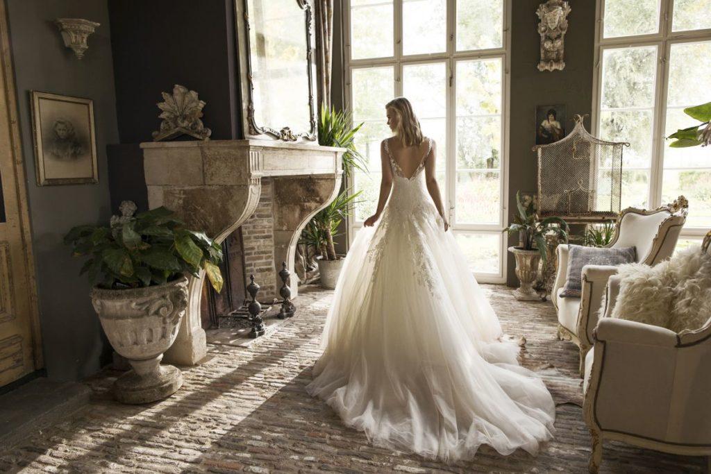 Collection Modeca - Robe Dijon - Tout pour la mariée à Evian - Robes de mariage, coiffure, maquillage, fleurs, onglerie