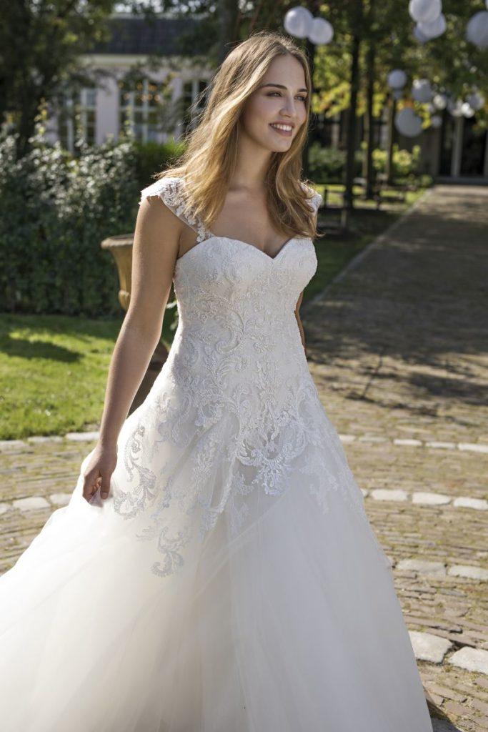 Collection Modeca - Robe Dolores - Tout pour la mariée à Evian - Robes de mariage, coiffure, maquillage, fleurs, onglerie