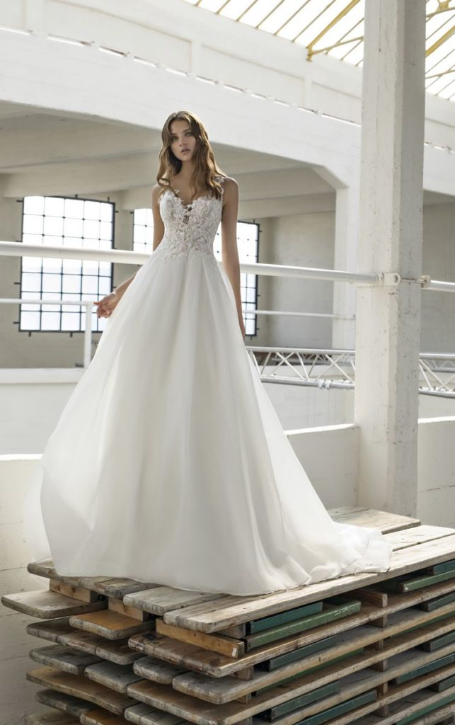 Collection Modeca - Robe Elise - Tout pour la mariée à Evian - Robes de mariage, coiffure, maquillage, fleurs, onglerie