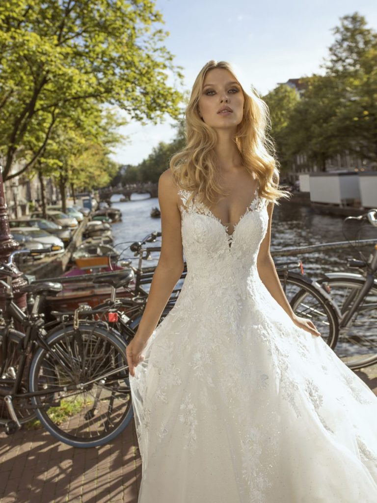 Collection Modeca 2020 - Robe Festa - Tout pour la mariée à Evian - Robes de mariage, coiffure, maquillage, fleurs, onglerie
